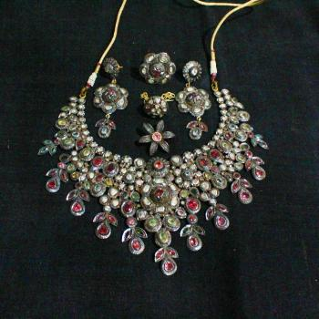 SILVER POLKI NECKLACE