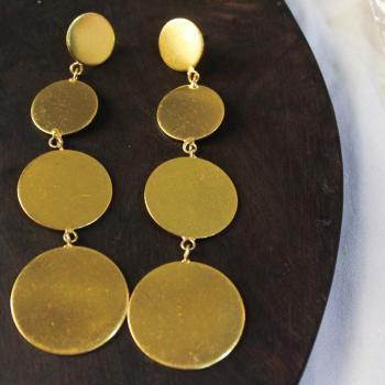 Gold plated round earrings